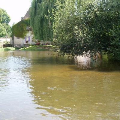 L'Eure_au_moulin_de_Loché_Ver-lès-Chartres_Eure-et-Loir_(France)